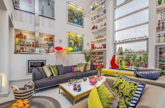צבעוניות פרועה והרמונית בסלון הבית