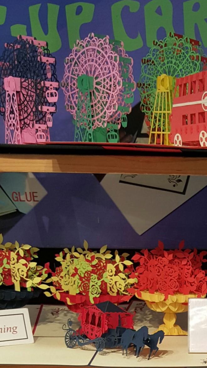 קישוטי נייר בשוק covent garden