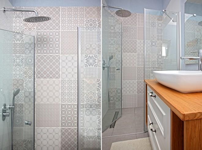 קיר מעוצב באריחים במגוון דוגמאות וטקסטורות באמבטיית ההורים