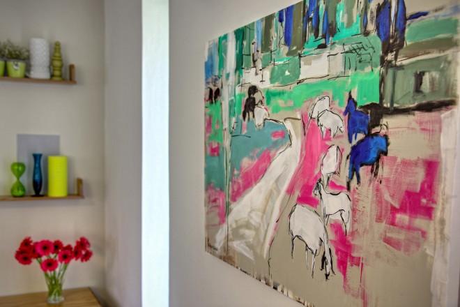 """העבודה """"כבשים צבעוניות"""" של האמנית שירלי פדוריאנו"""