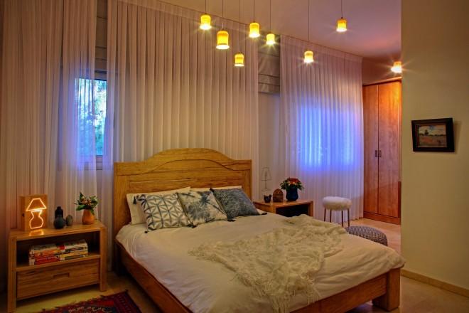 חדר השינה בעיצוב נינוח ועוטף