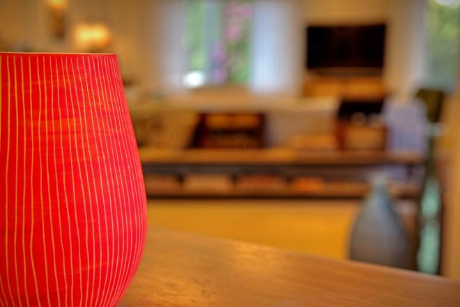 גוף תאורה מפורצלן בעיצוב של רונית מינסטר מוגל