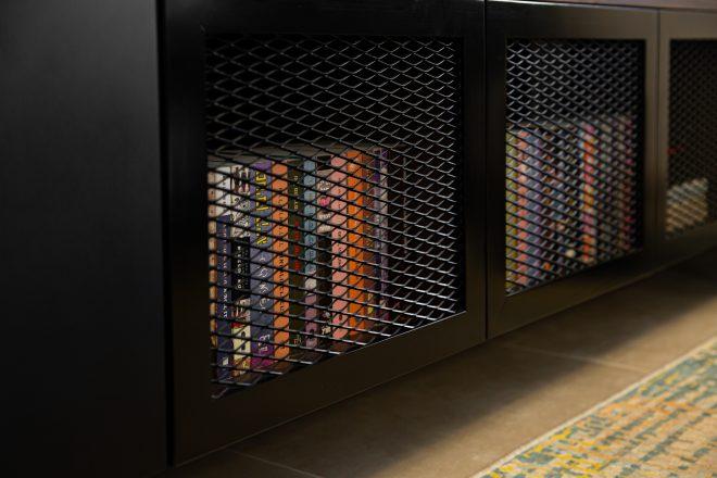 משחקים בין סגור לפתוח- דלתות מרושתות בספרייה