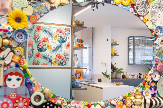 מראת מוזאיקה צבעונית ושמחה בעיצובי