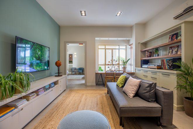הרבה מהצבע נכנס כחלק מהעיצוב בקירות הבית