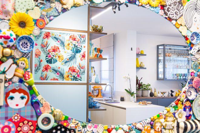 מראת מוזיאקה צבעונית ושמחה בעיצובי